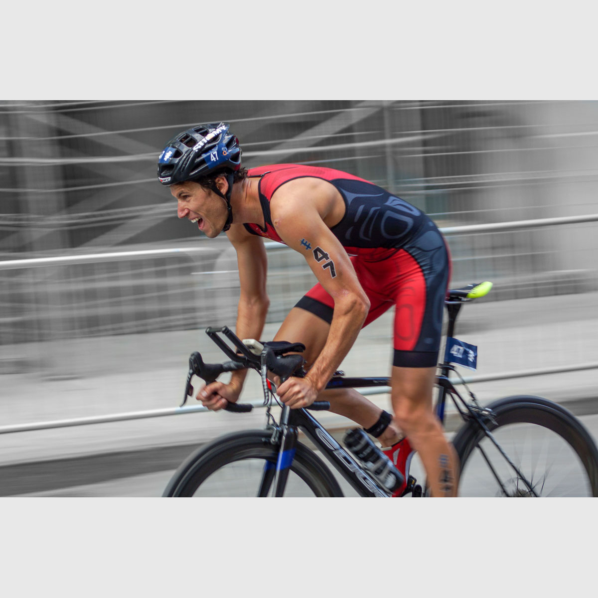 Michael Lori biking at the Montreal ITU Triathlon